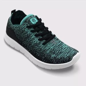 Women's NWT Champion Speed Knit Sneakers Size 11